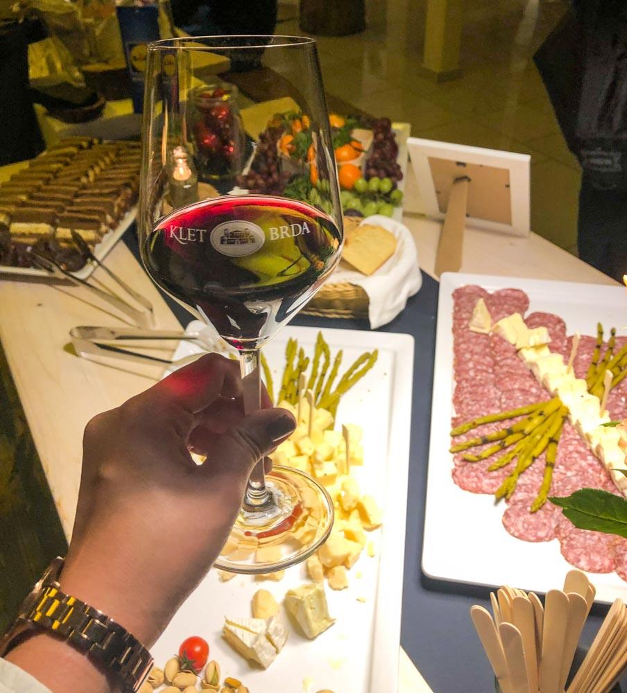 meat and cheese plate wine Goriska brda food bloggers conference Njam zgodbe Ljubljana Slovenia