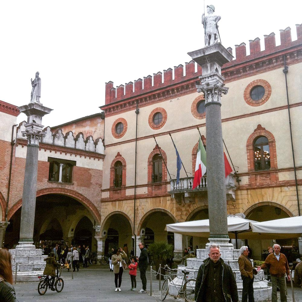 Italy Emilia-Romagna Ravenna Piazza del Popolo